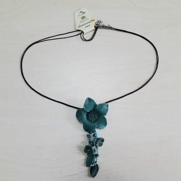 Colier floare albastră